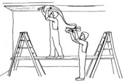 Как поклеить обои на потолок самостоятельно