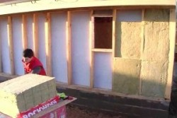 Особенности утепления щитового дома снаружи и изнутри: выбор материала, подробный план работ и рекомендации