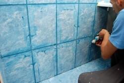 Как правильно положить плитку в ванной — видео (пошаговая инструкция)