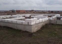 Строим фундамент для дома из пеноблоков