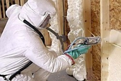 Пена для утепления стен: особенности различных материалов и основные правила нанесения